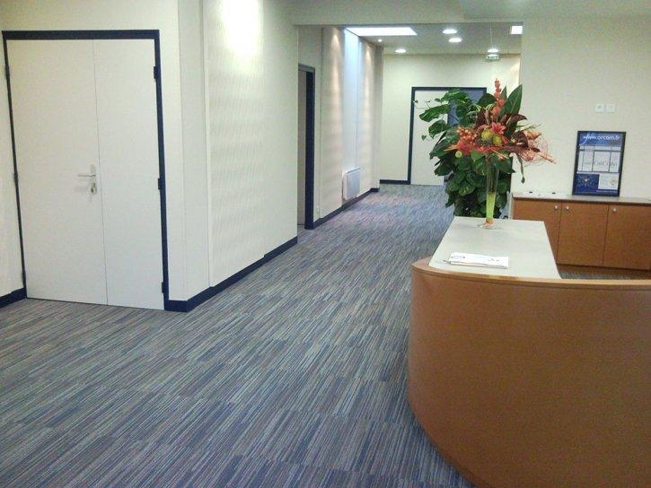 Moquette grise bureau for Moquette pour bureau